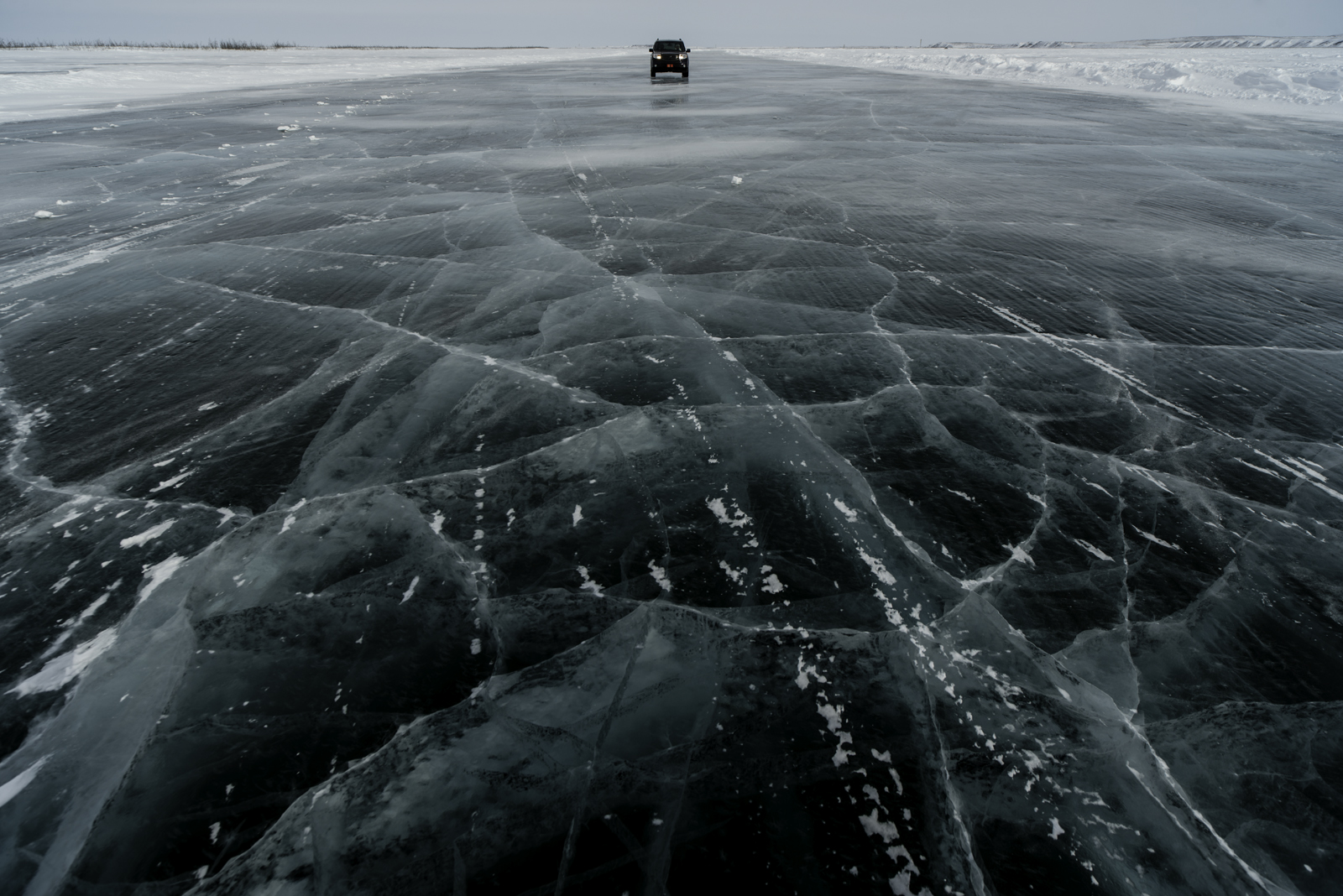 Closer to Tuktoyaktuk, the sea ice is clearer than in Inuvik