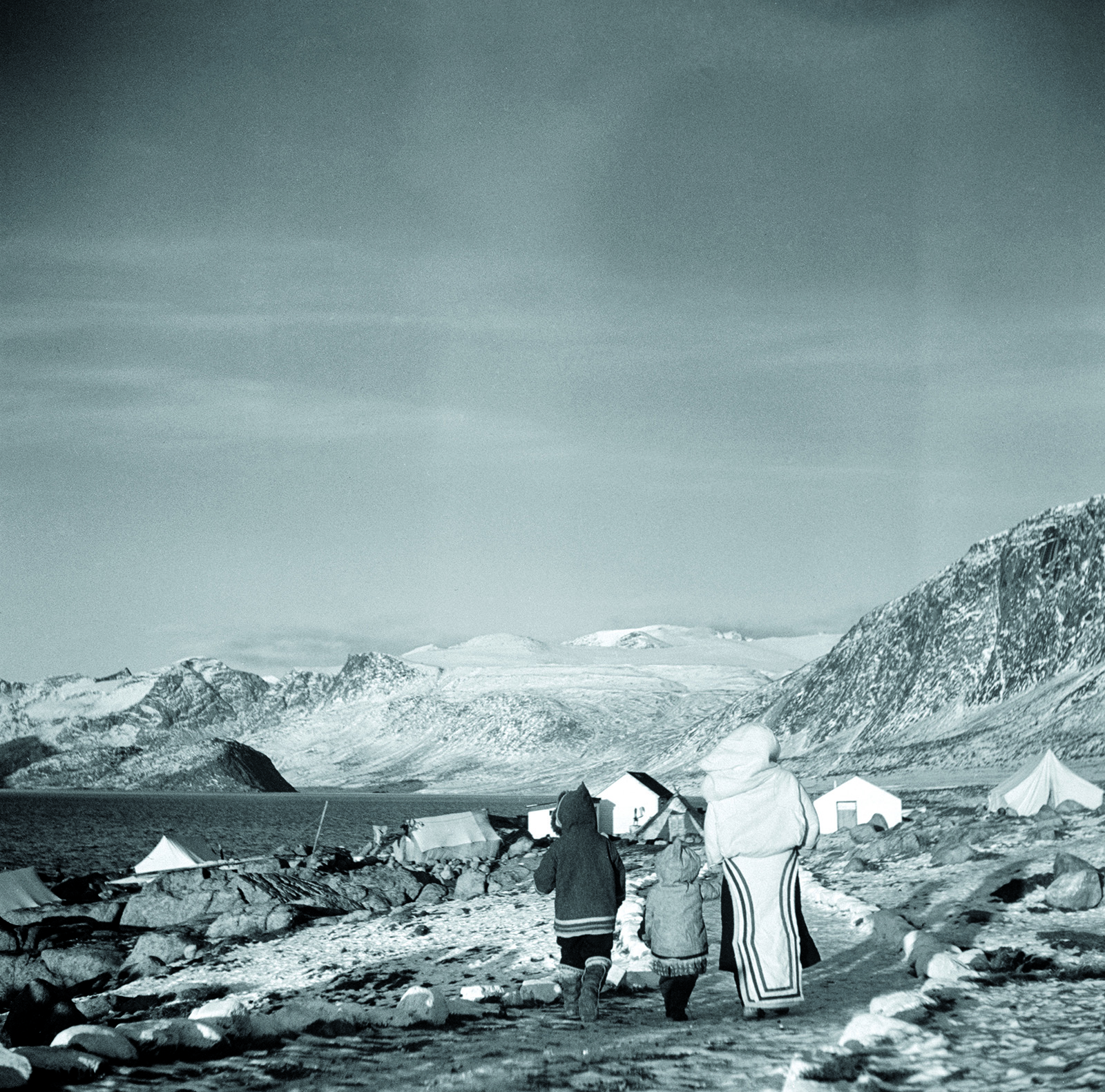 Inuit women and children Pangnirtung 1940s by George Hunter