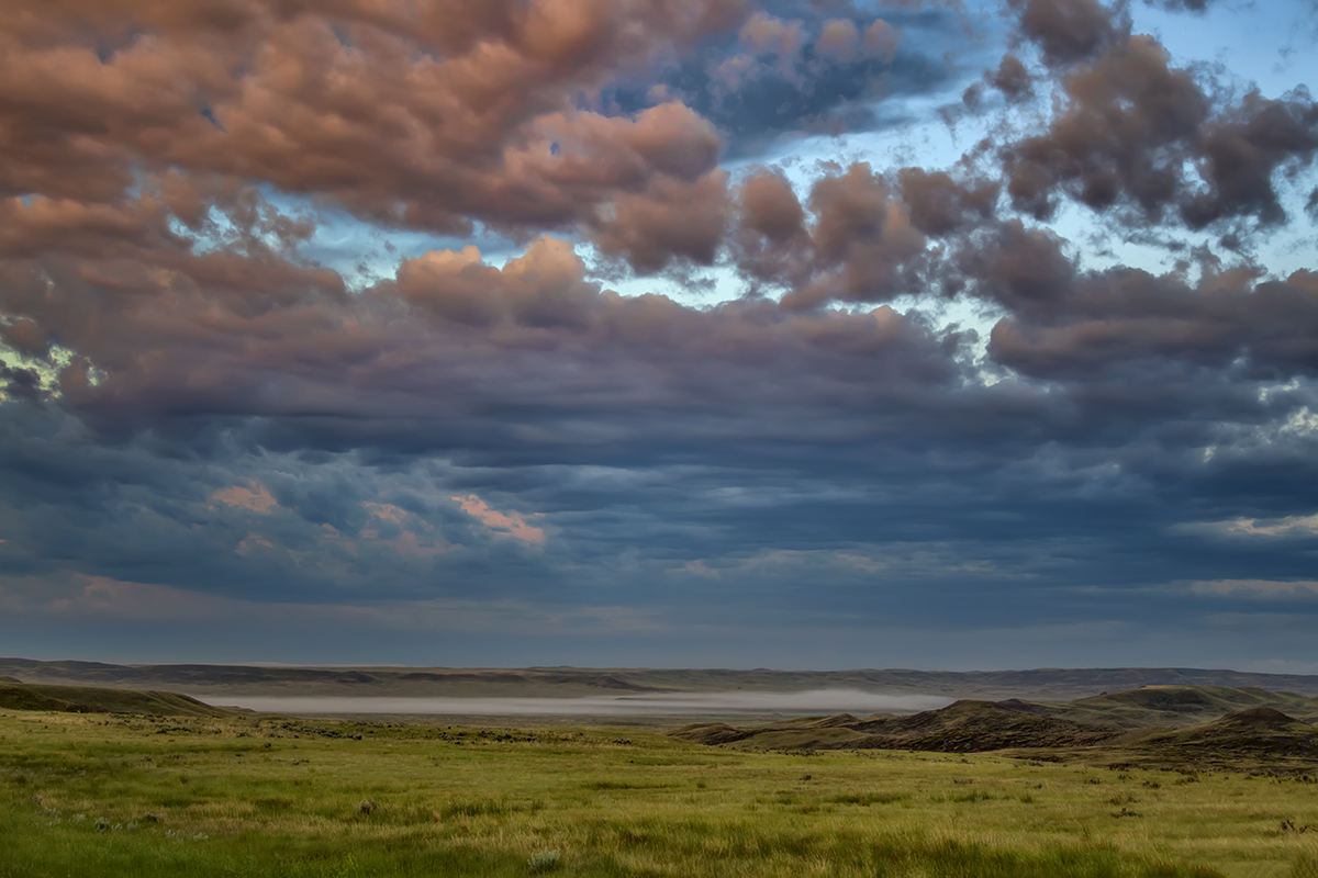 A colourful variable sky over grasslands ecosystem