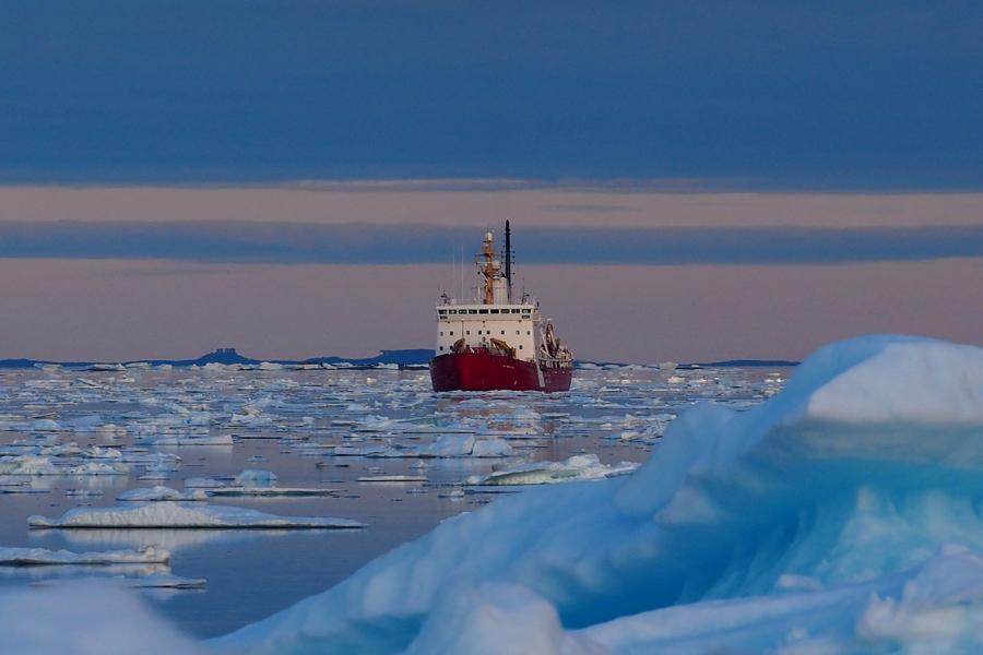 The Canadian coast guard icebreaker, Des Groseilliers