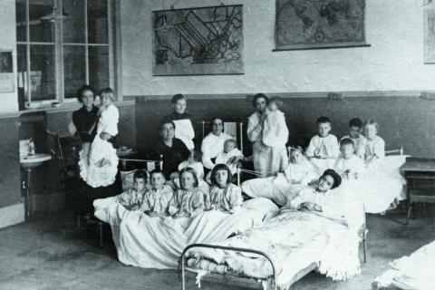 teachers caring for students sick with the Spanish Flu