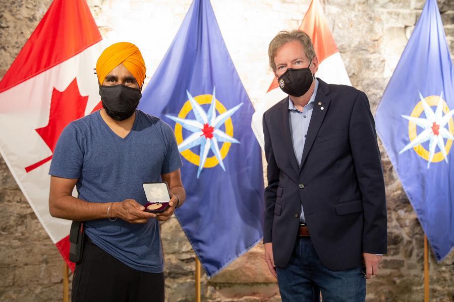 Gurdeep Pandher receives medal from John Geiger RCGS