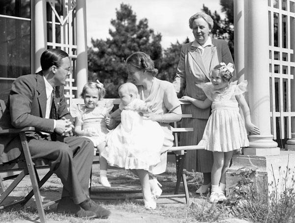 Princess Juliana holds Princess Margriet and sits with her family in Ottawa in 1943.