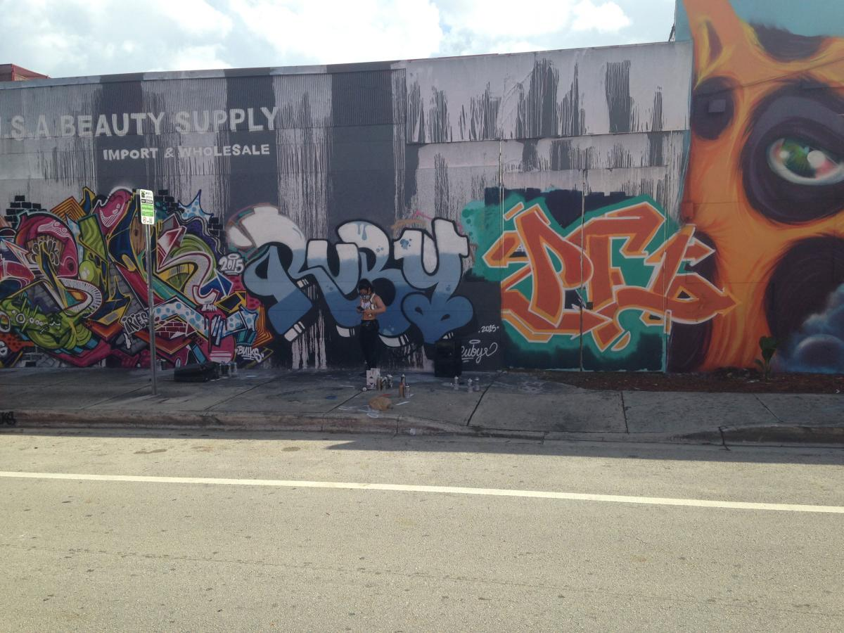 Jas9 street art miami wynwood