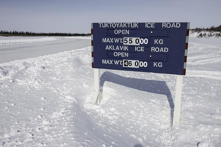 A sign advertising the status of the Inuvik-Tuktoyaktuk ice road