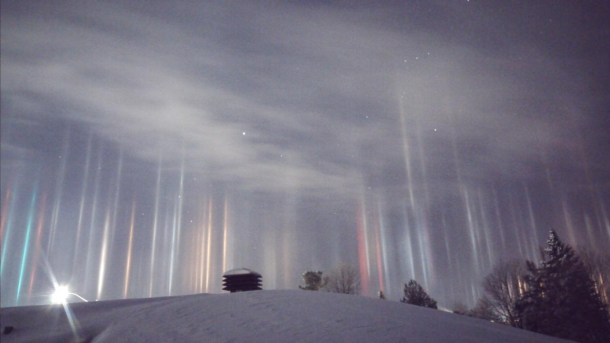 light pillars in North Bay, Ont. January 2017