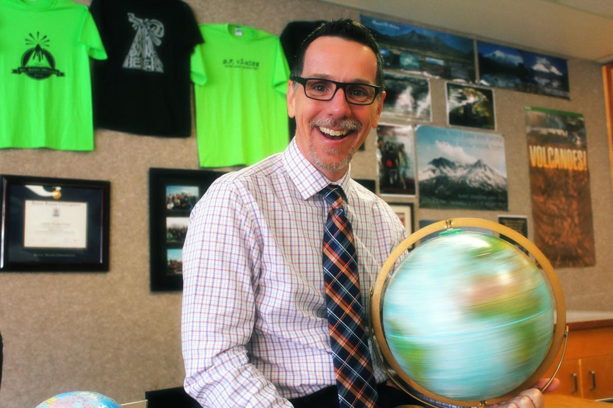 Oak Ridge teacher to receive Geography Teacher of the Year Award
