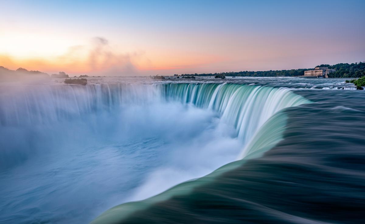 Soft sunrise colours over Niagara Falls
